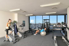 Gymnasium - Meriton World Tower Apartments Hotel